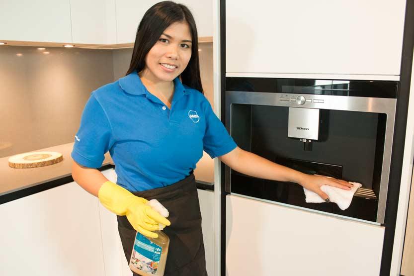 Bangkok housekeeper in action